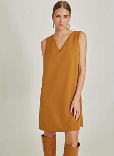 NGSTYLE Arkası Zincir Detaylı Mini Elbise Hardal